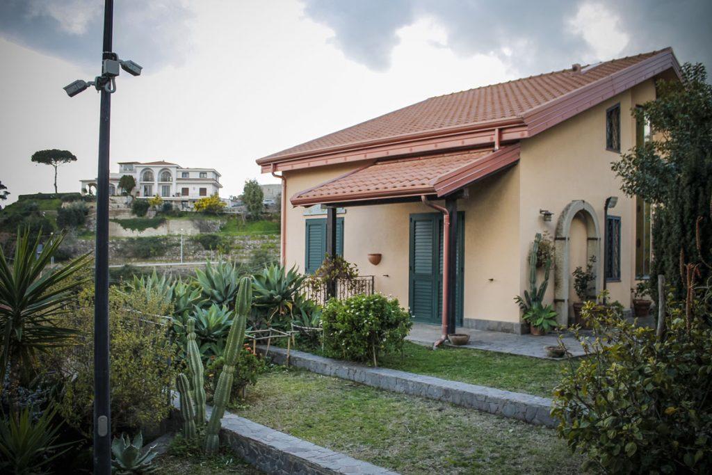 lato-villa-giardino-messina.jpg