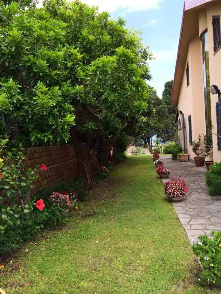 atras-villa-cesped-eventos-sicilia-2-min