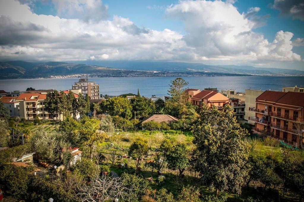 panorama-messina-estrecho-villa-sicilia.jpg