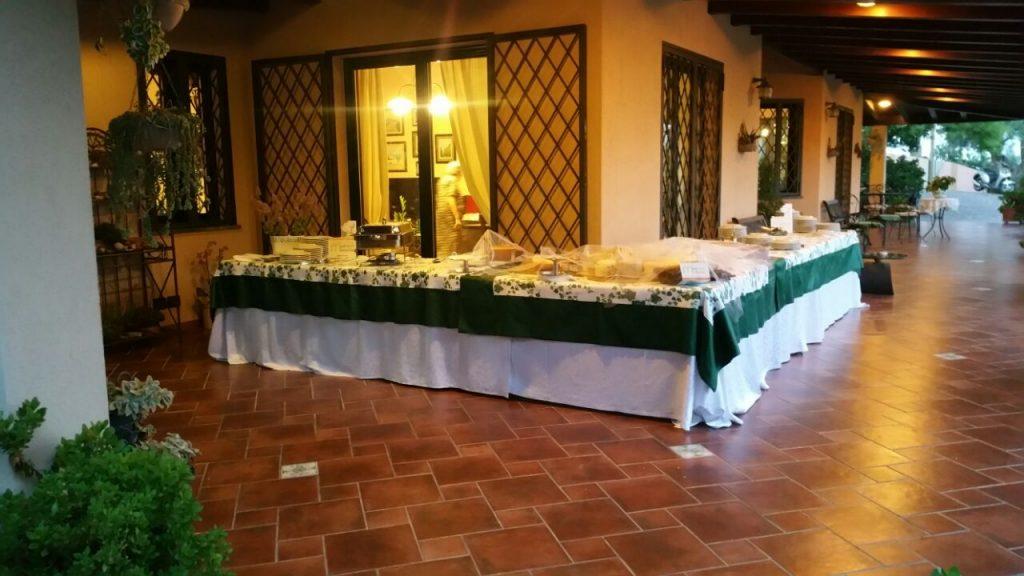 portico-anteriore-tavolo-buffet