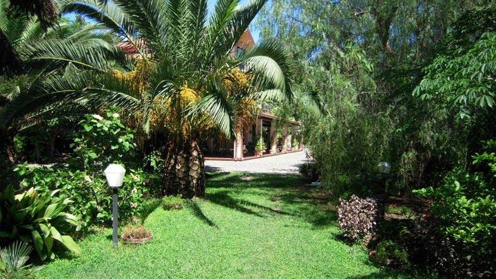 prato-giardino-vista-villa