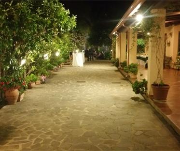 portico-anteriore-villa-notte